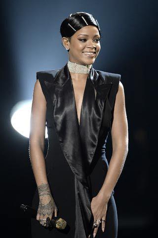 """Rihanna's Hairstylist Responds to """"Doobie Wrap"""" Backlash"""