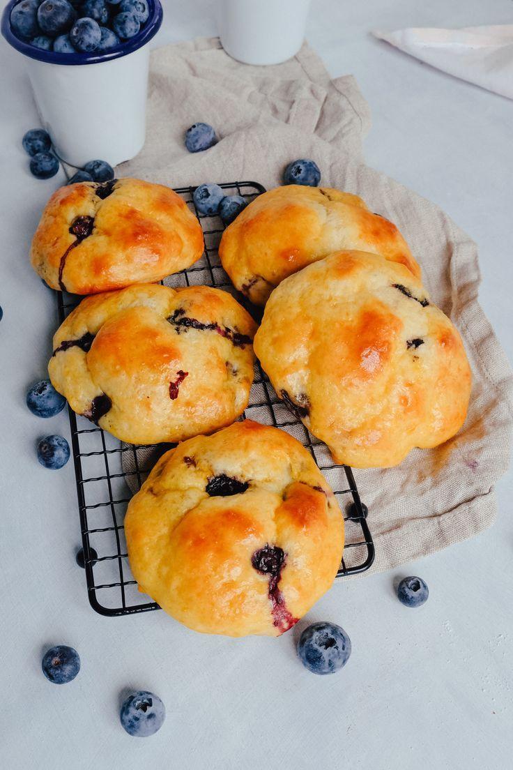 Gesunde Blaubeer-Quarkbrötchen ohne Zucker   Rezept für gesunden Snack