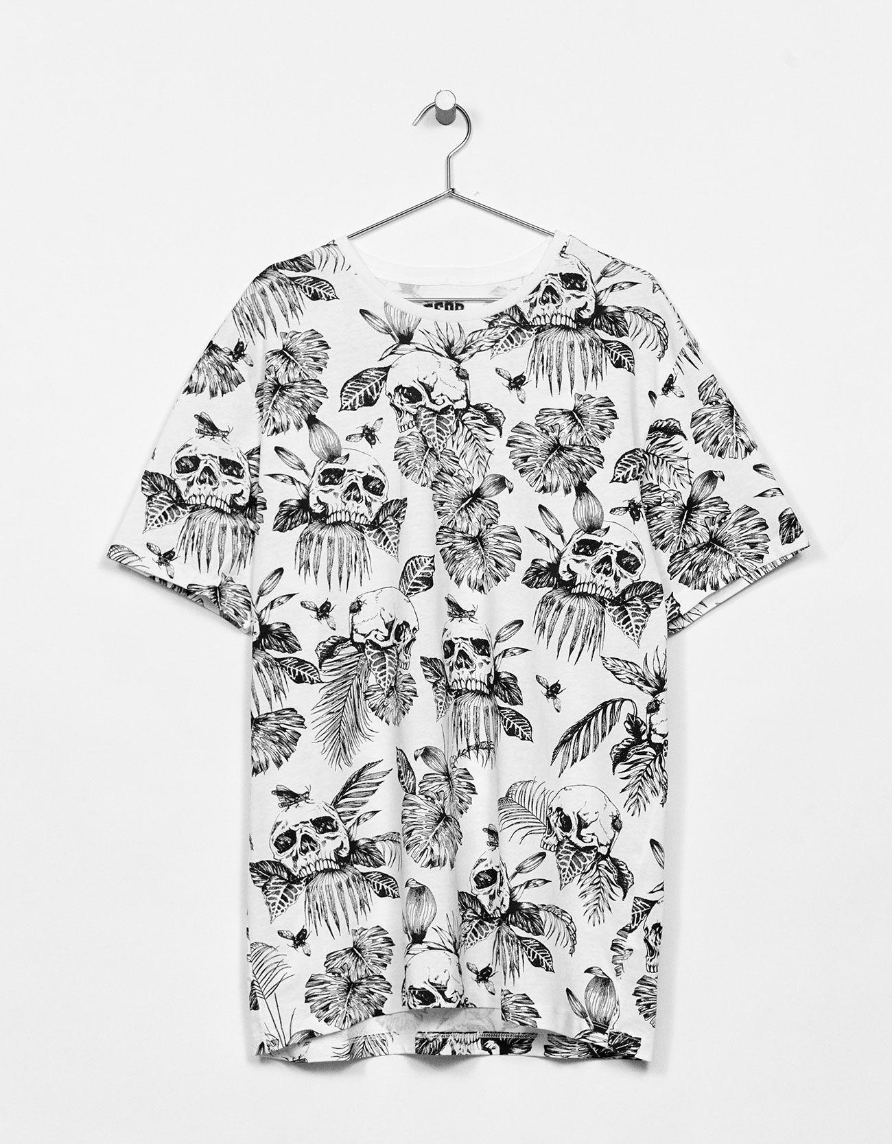 Skulls/Leaves nyomott mintás póló. Fedezd fel ezt és a
