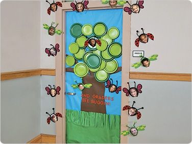 Spring Door Decoration  I Like The Plates For The Tree!