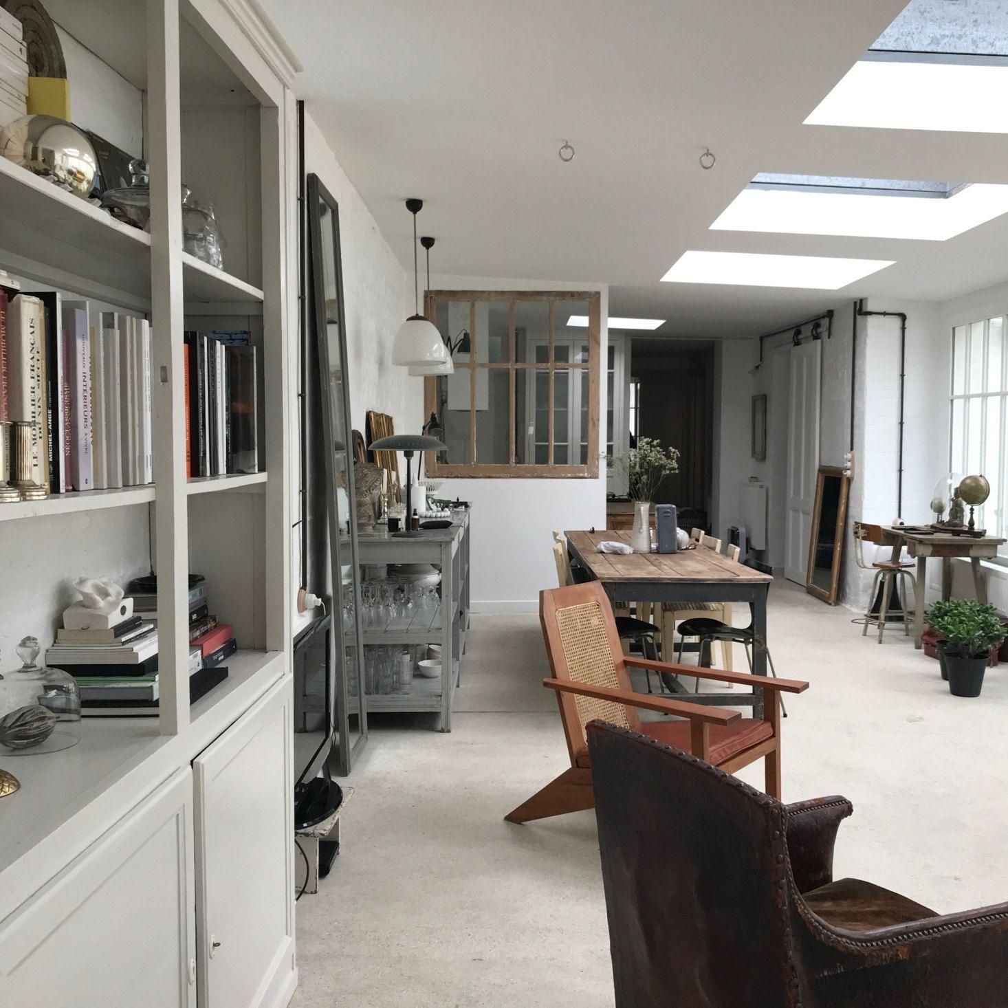 Decoration Vintage Et Rustique Dans Un Ancien Atelier D Artiste En 2020 Belle Maison Maison D Hotes Deco Maison