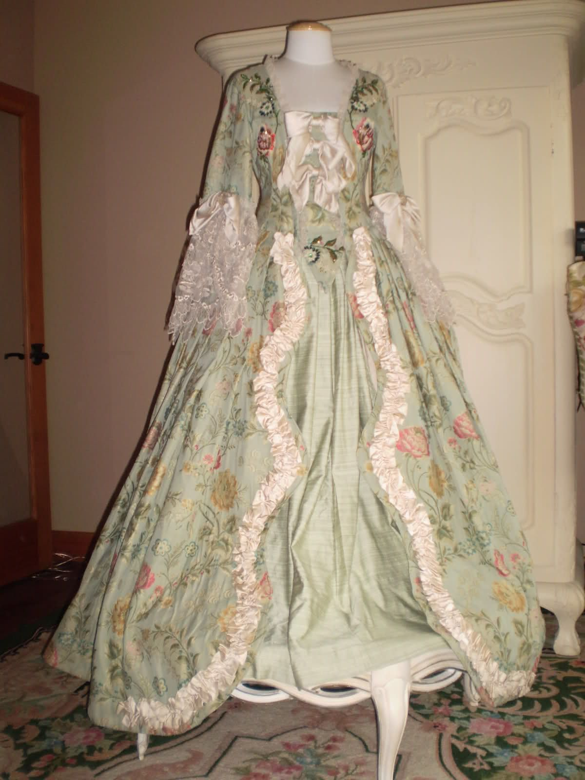 Venetian custom made ball gown | Italian Costumes | Pinterest ...