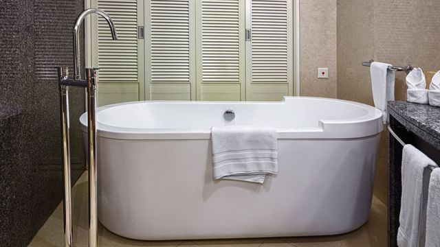 les 25 meilleures id es de la cat gorie repeindre sa baignoire sur pinterest repeindre. Black Bedroom Furniture Sets. Home Design Ideas