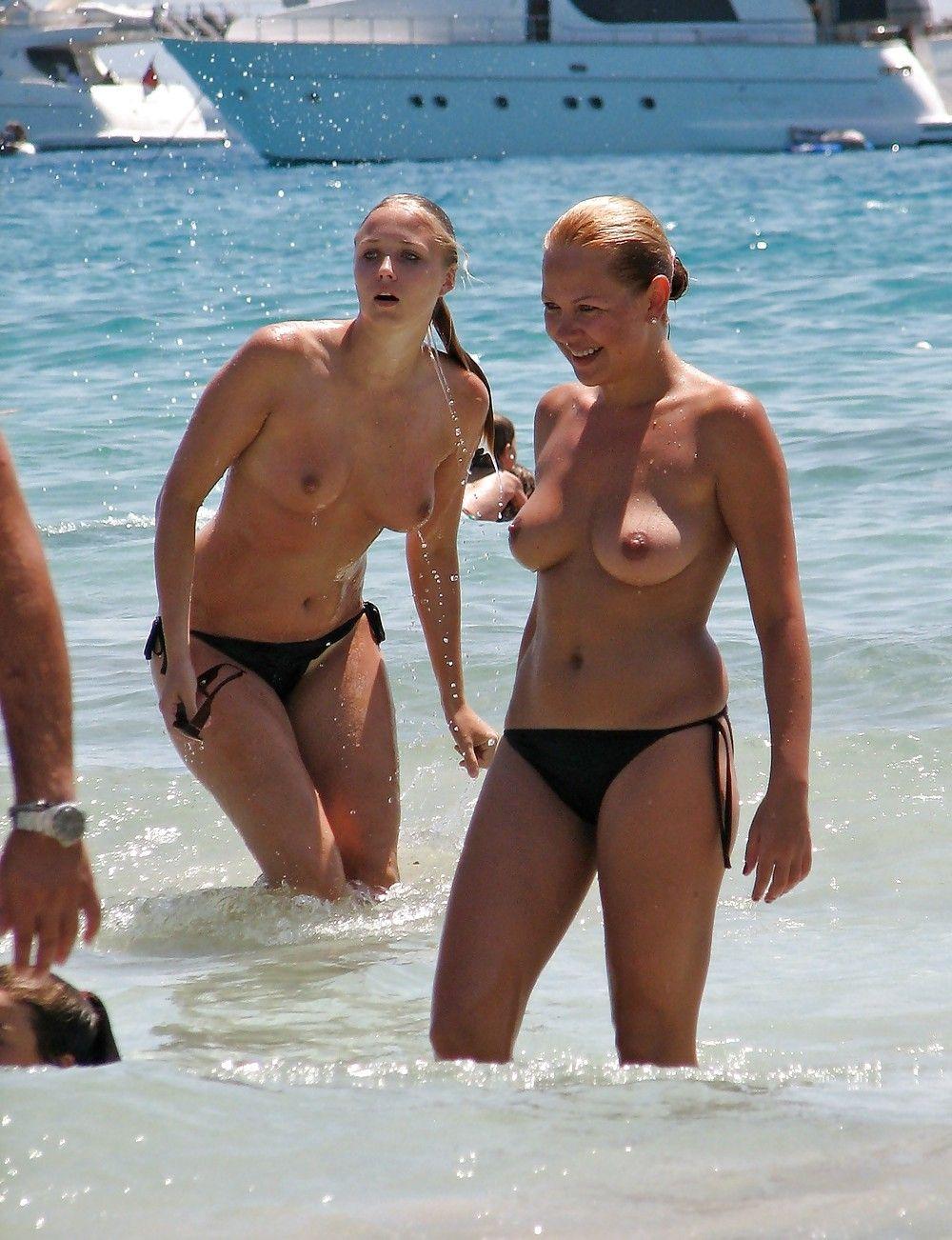 pisse en public la femme la plus salope du monde