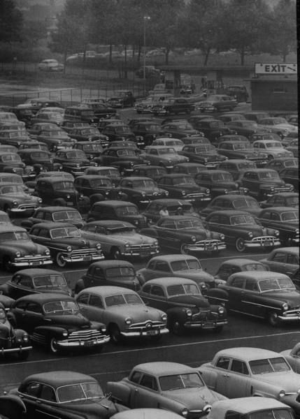 50s Carpark Man I See Two Studebakers Two Pontiacs Side By Side Fords Chevys Oh Baby Its A Mans World Vintage Cars Abandoned Cars
