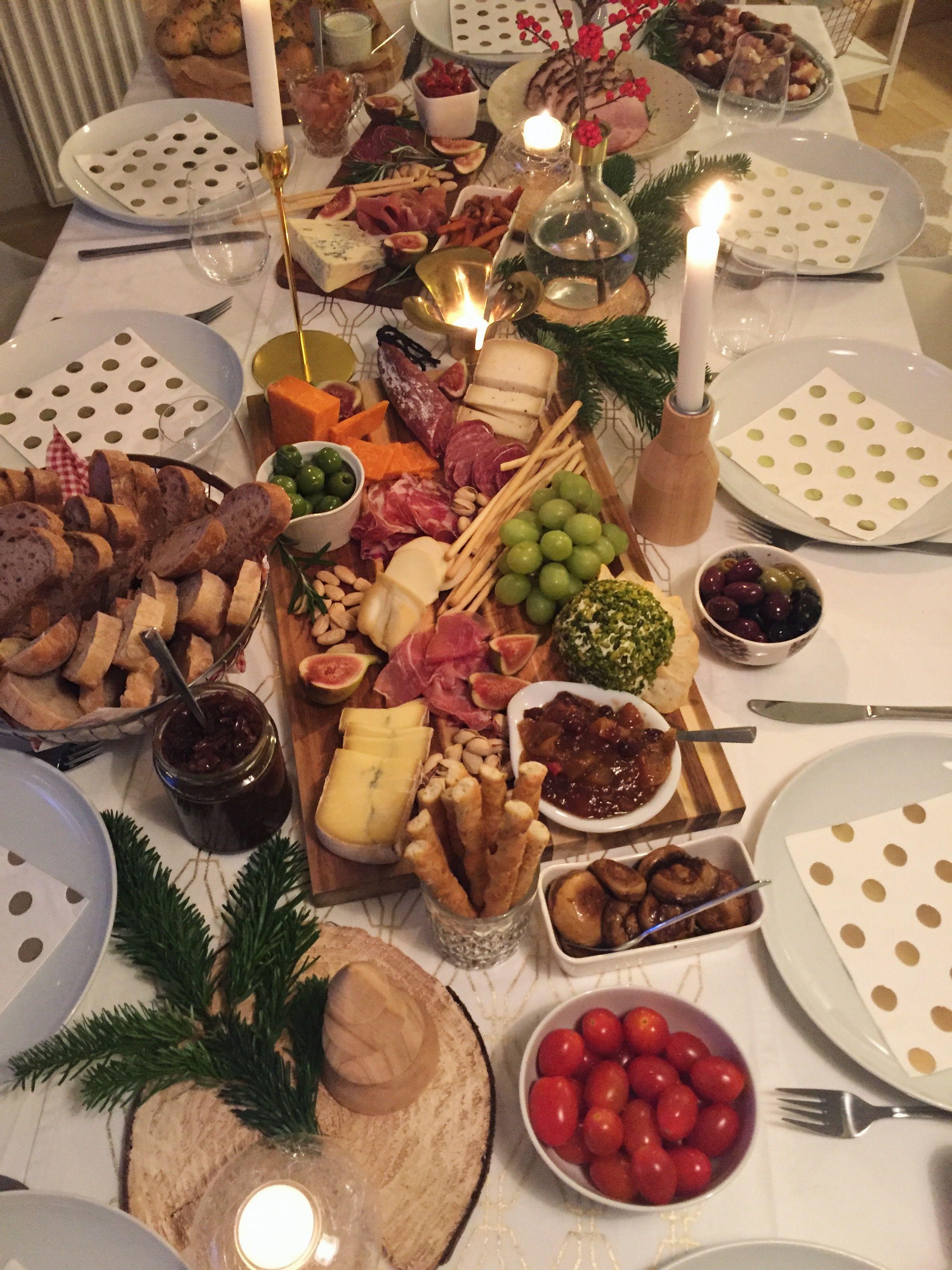 Ihr sucht noch nach raffinierten Ideen für euer Weihnachtsessen? Hier findet ihr viele Inspirationen für weihnachtliche Snacks, Appetizer und Drinks! #brunchideen
