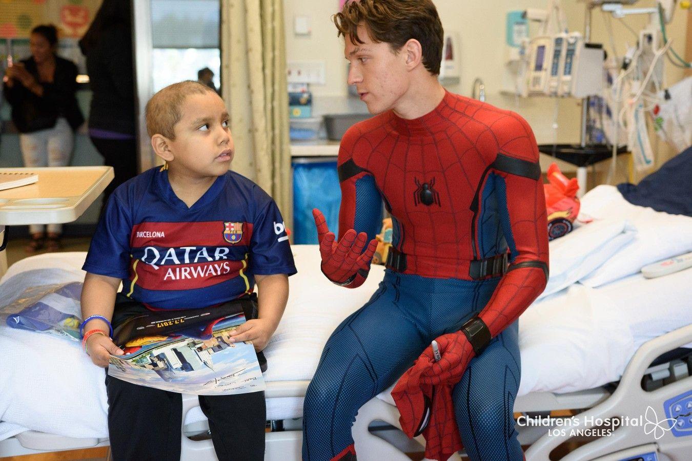 Tom Holland at Children's Hospital Los Angeles (3/6) | Tom holland, Tom holland spiderman, Tom holland peter parker
