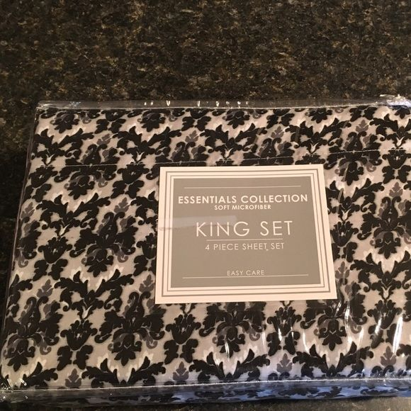 King sheet set 4piece set by essential collection Four piece sheet set black-and-white pattern king-size by a sensual's collection soft microfiber brand-new never opened purchased from Macy's Essentials collection Other