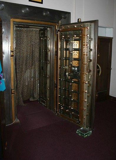 Old Bank Vault Repurposed As A Change Room Antique Safes