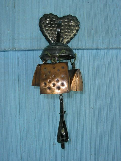 3 Metal Cow Bell Wind Chimes Heart Shaped Wall Mount 13 Inches