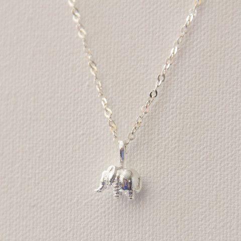 91746f5dfa87 Dije de elefante con cadena de plata