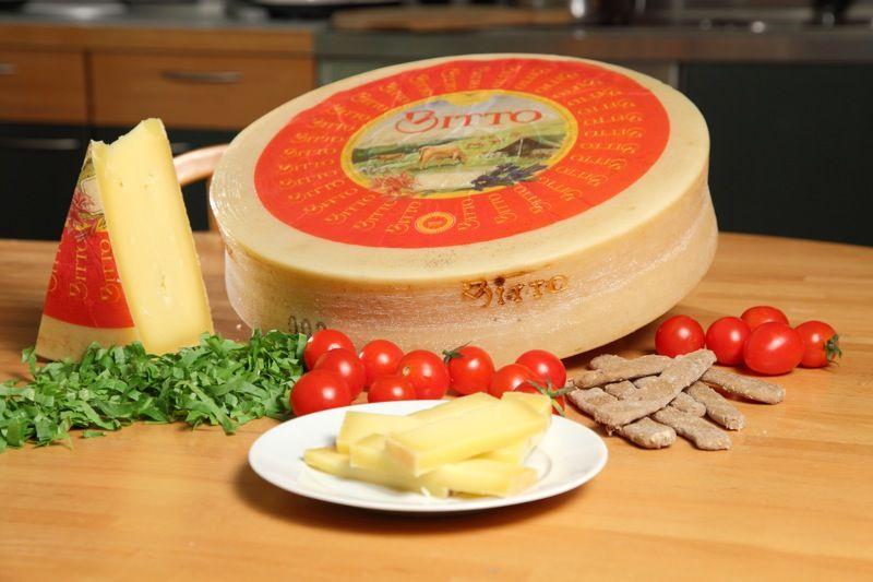 Il Bitto Dop è, senza dubbio, uno dei simboli della produzione casearia lombarda: un formaggio di lunga tradizione e grande valore..-LOMBARDIA-Consorzio di Tutela Formaggi Valtellina Casera e Bitto D.O.P.- #Expo2015 #WonderfulExpo2015 #ExpoMilano2015 #Wonderfooditaly #slowfood #FrancescoBruno @Francesco Bruno www.blogtematico.it/ frbrun@tiscali.it