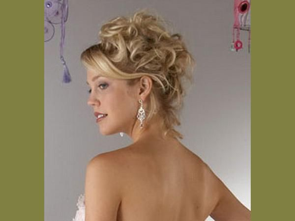 Hair Styles For Short Hair Brides: 19 Simple Yet Beautiful Wedding Hairstyles