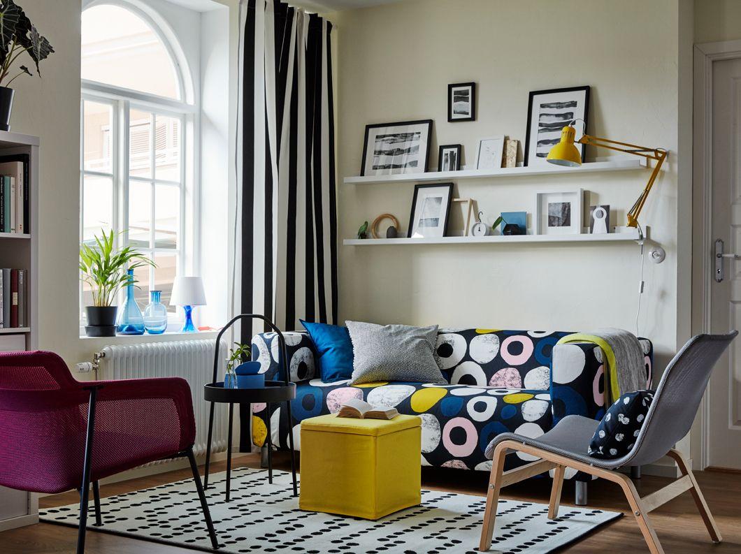 Wandschrank Wohnzimmer ~ Wohnzimmer mit moderner wandfarbe in dunklem grau und wohnwand