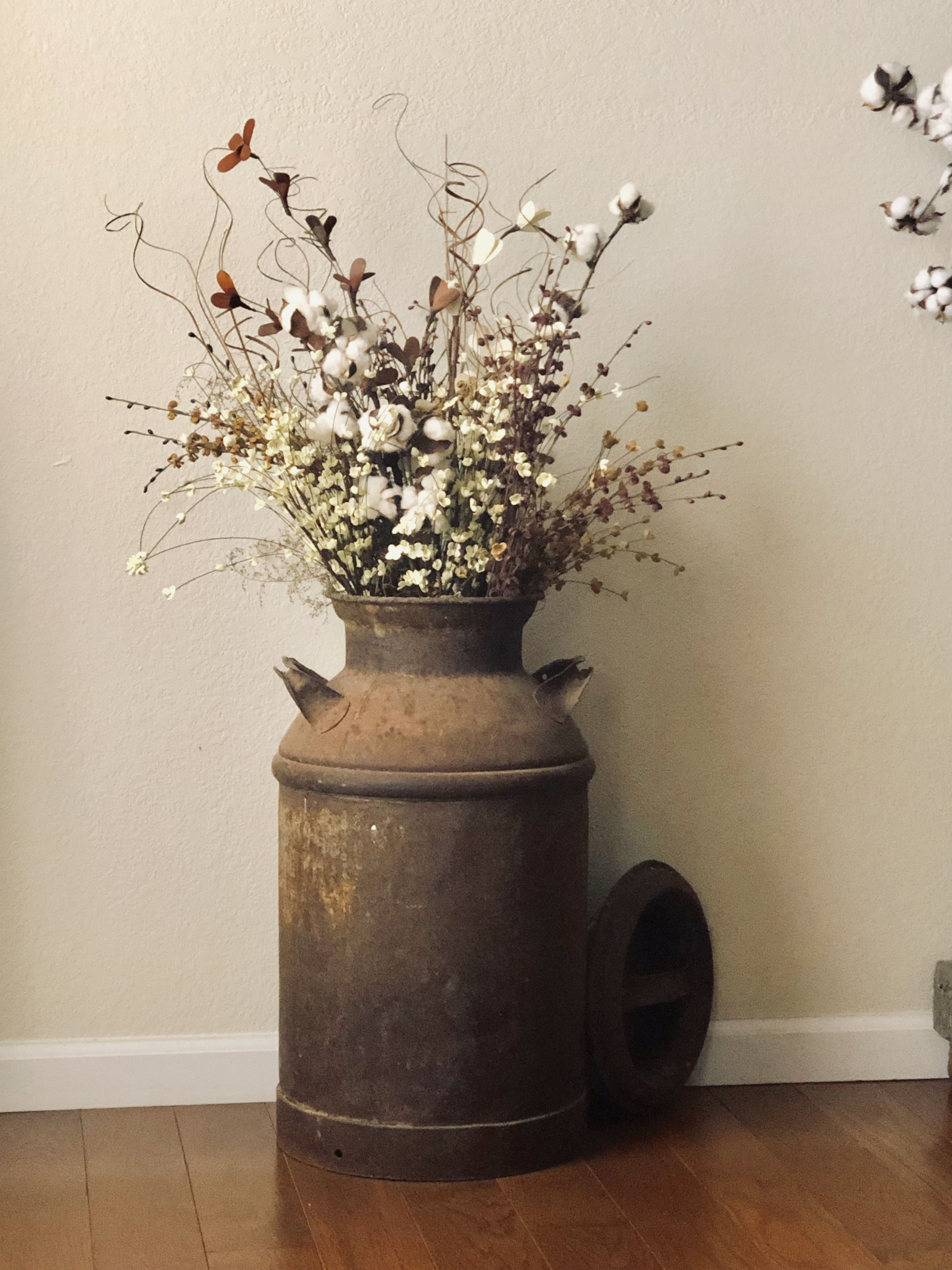 Galvanized Milk Can To Use As Vase For Front Porch Or Living Room Basic Farmhouse Style Flower Ar Milk Can Decor Floor Flower Vases Rustic Flower Arrangements