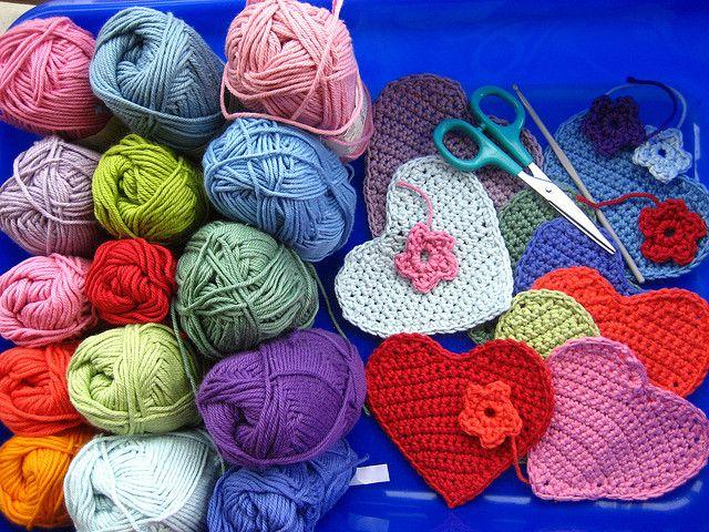 Attic24: May 2008 - crochet heart story/ links to pattern.
