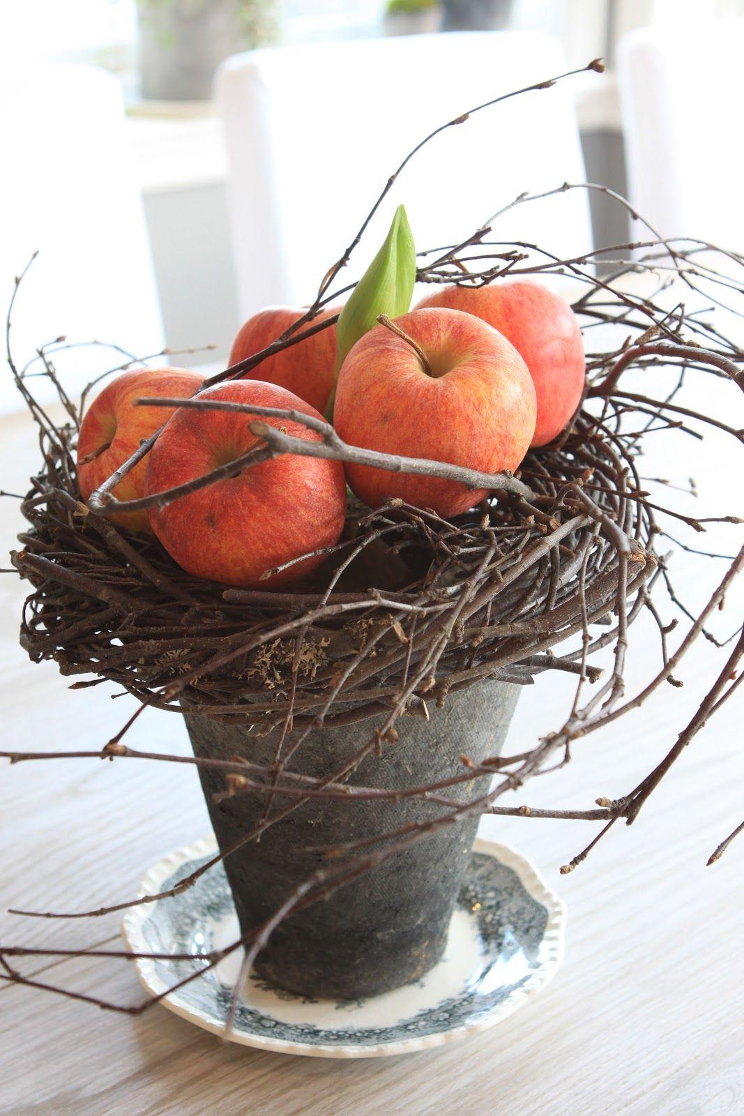 Sjarmerende jul - love this with seasonal fruit for the season ...