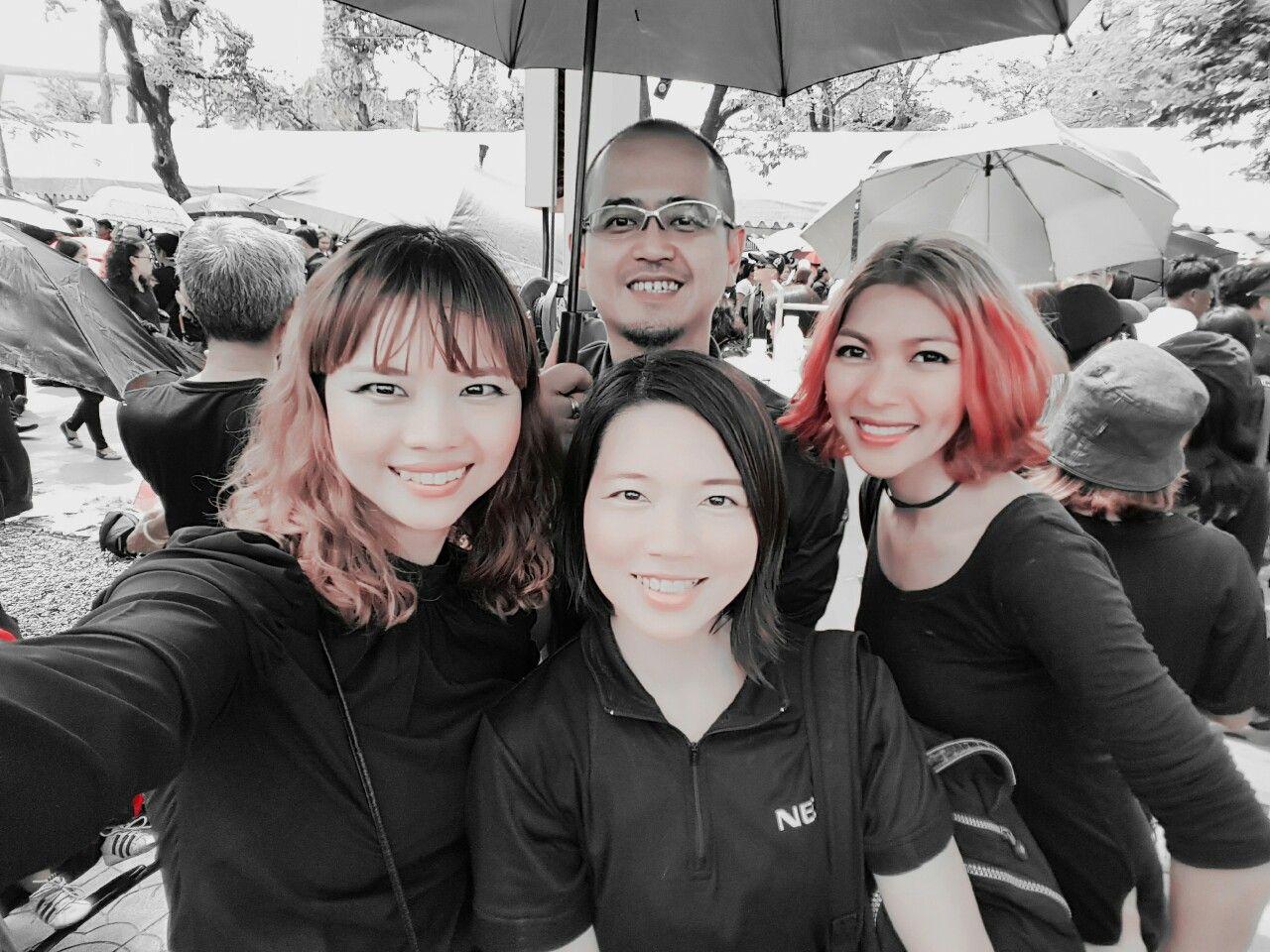 พร้อมร้องเพลง วอร์มเสียงมาจากบ้าน 555 ร่วมเป็นส่วนหนึ่งของพลังคนไทย ร้องเพลงแด่พ่อหลวง   #ฉันเกิดในรัชกาลที่9  #เดินตามรอยพ่อ