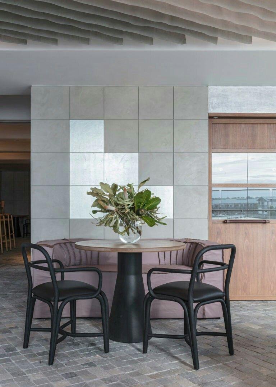 Pin oleh Lisgumantika Suha di Interiors/Bar & Restaurant