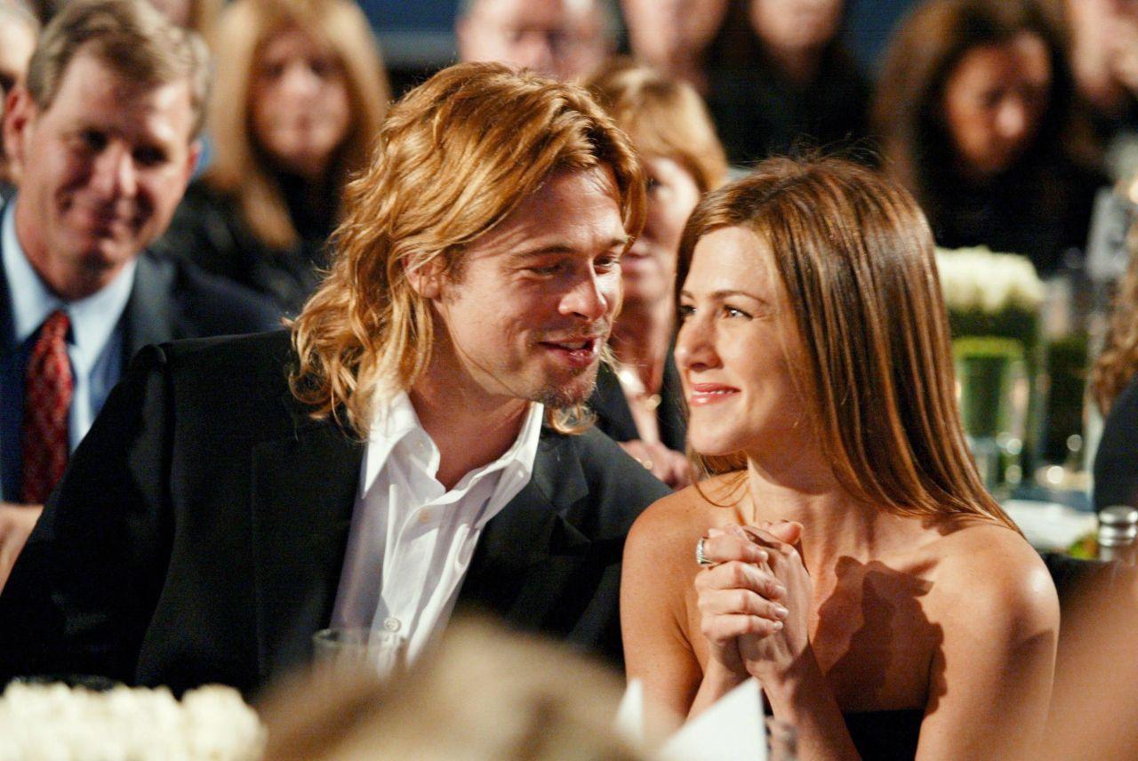 Jennifer Aniston Brad Pitt S Cutest Couple Moments Pics Photos Hollywood Life Brad Pitt And Jennifer Brad Pitt Jennifer Aniston Brad And Jen