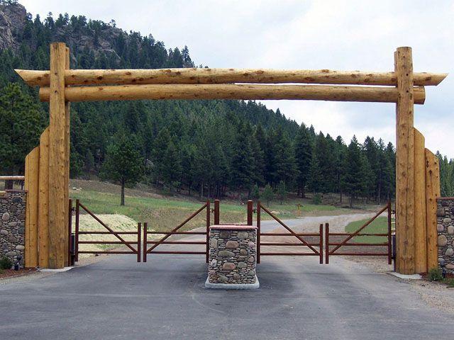 Building wooden log driveway enterance entrance