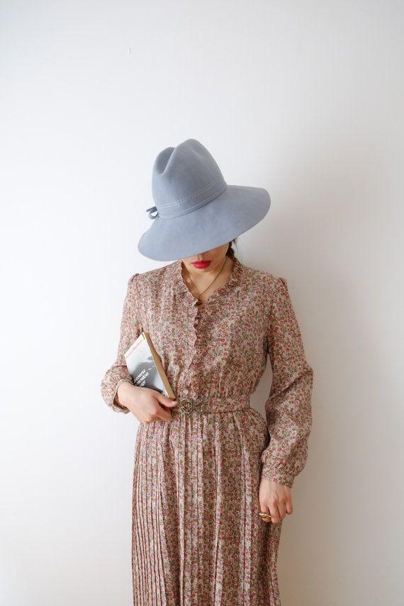 Un delicato abito con tessuto di alta qualità (grinza resistente, leggermente rigide pieghe) e una bella cintura.    * Annata dal Giappone    * Made in
