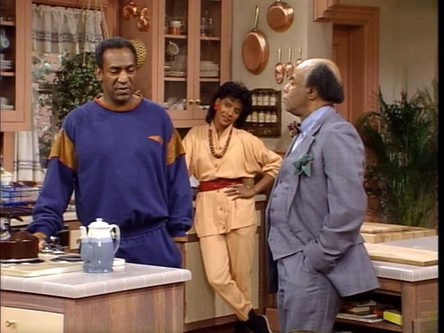 The Huxtables Kitchen Ok Seriously Every Single Kitchen Set From An 80 S Sitcom Has Copper Cookware Hanging The Cosby Show Classic Television Tv Set Design