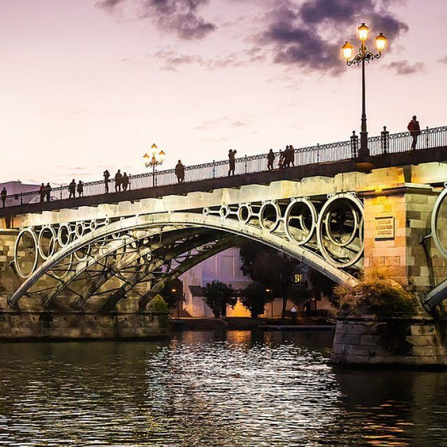 Atardecer en el puente de Triana en Sevilla. #photo #photos #pic #pics #picture #pictures #snapshot #art #beautiful #instagood #picoftheday #photooftheday #color #all_shots #exposure #composition #focus #capture #moment @viveandalucia @andalucia_monumental @andaluciaviva