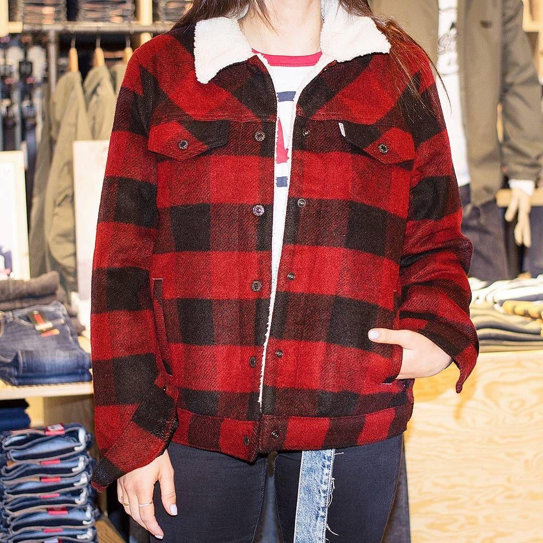 Superlassiges Outfit Finden Wir Was Sagt Ihr Dazu Thiergalerie Thiergaleriedortmund Levis Sherpa Boyfr Women S Plaid Shirt Womens Plaid Plaid Shirt