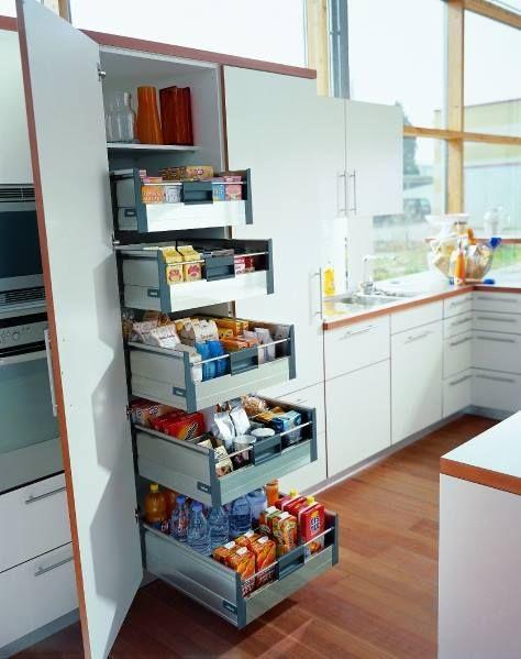 cologne de provision avec des tiroirs