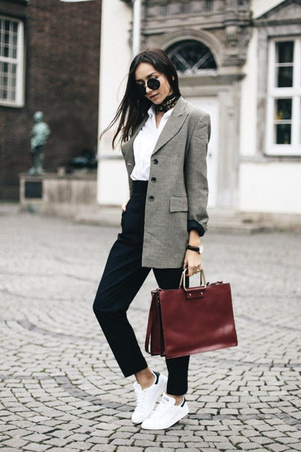 '80s Plaid Blazers Are Everywhere This Fall (Here's How to Wear One) - #80s #blazers #fall #Heres #Plaid #Wear #sneakers