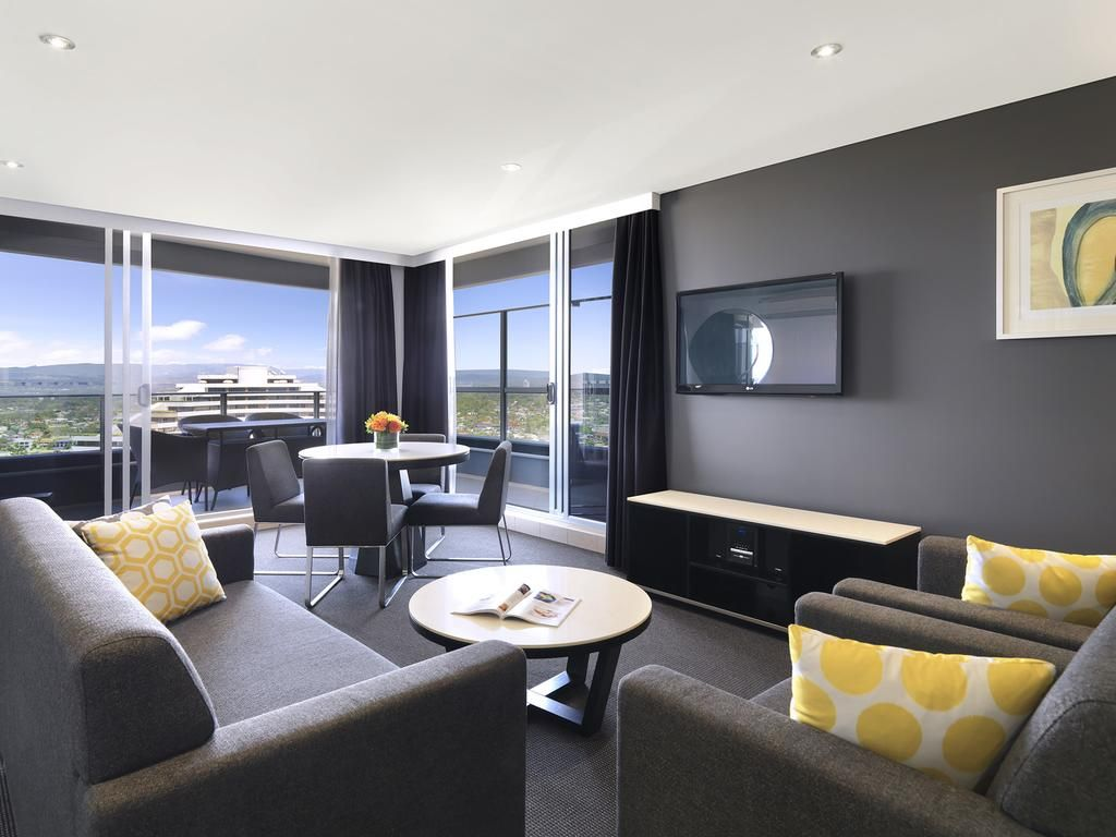 Hotel Meriton Serviced Apartments Broadbeach - Gold Coast ...