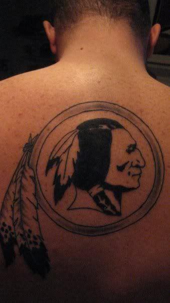 8b804d349  Redskins logo tattoo on ExtremeSkins member Slouroll s back