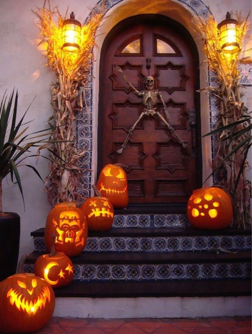 50 Chilling and Thrilling Halloween Porch Decorations Lantern