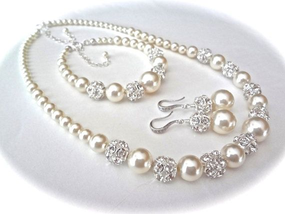 Chunky pearl jewelry set  3 piece set  Brides by QueenMeJewelryLLC