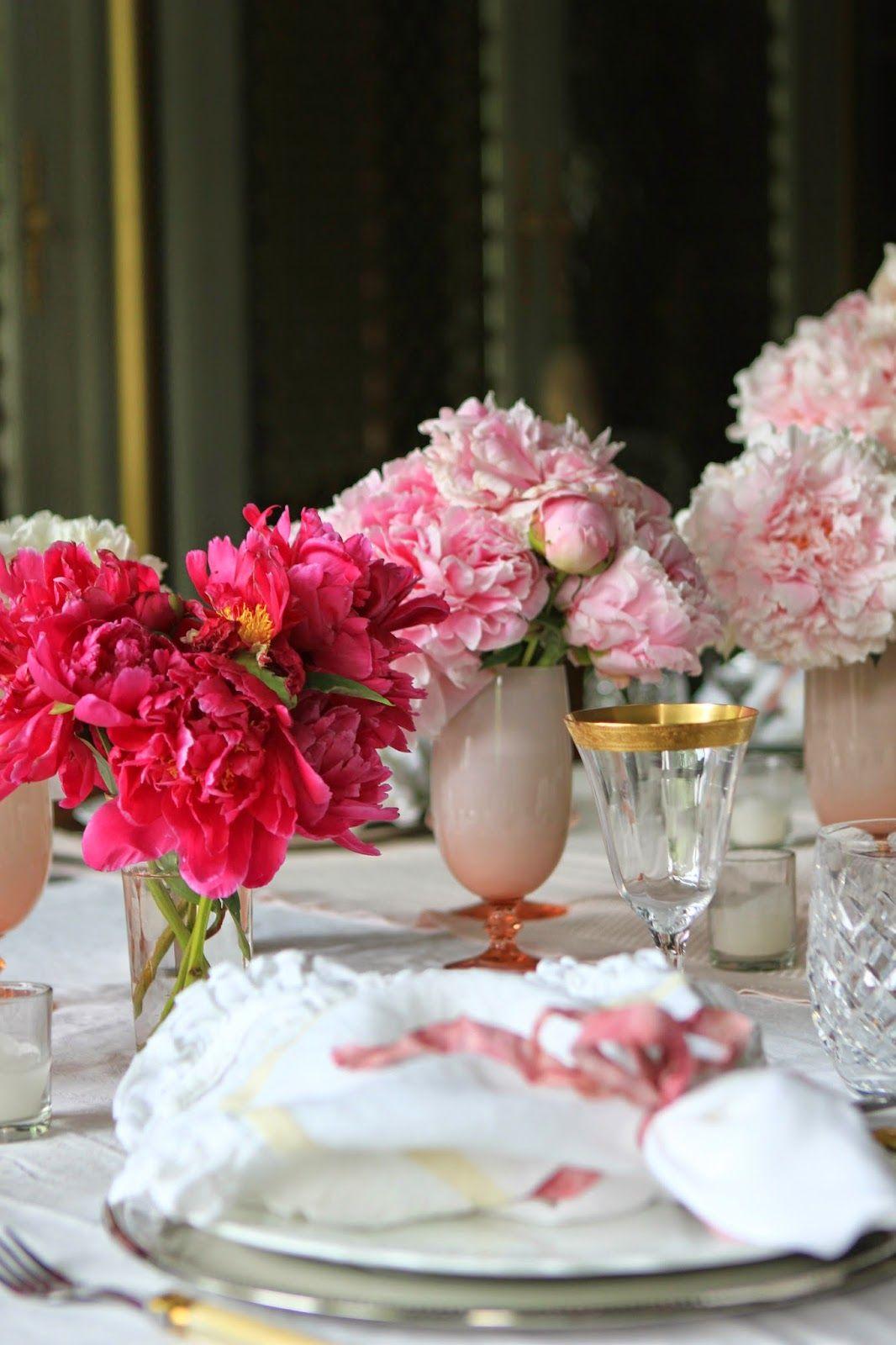 Beautiful table settings & http://romancingthehomeltd.blogspot.com/2014_06_01_archive.html ...