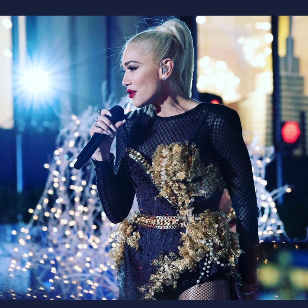 "Gwen Stefani on Instagram: ""#rockefellerchristmastree #newyork #christmas #tonight Gx @nbc"""