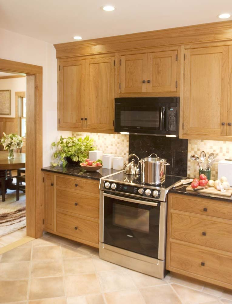 Best Shaker Style Kitchen With Large Drawers And Upper Cabinets 400 x 300