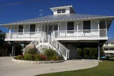 Grand Key West Style Homes Many Of The Newer Homes In Pirate Harbor Have Been Built With The House On Stilts Key West House Key West Style