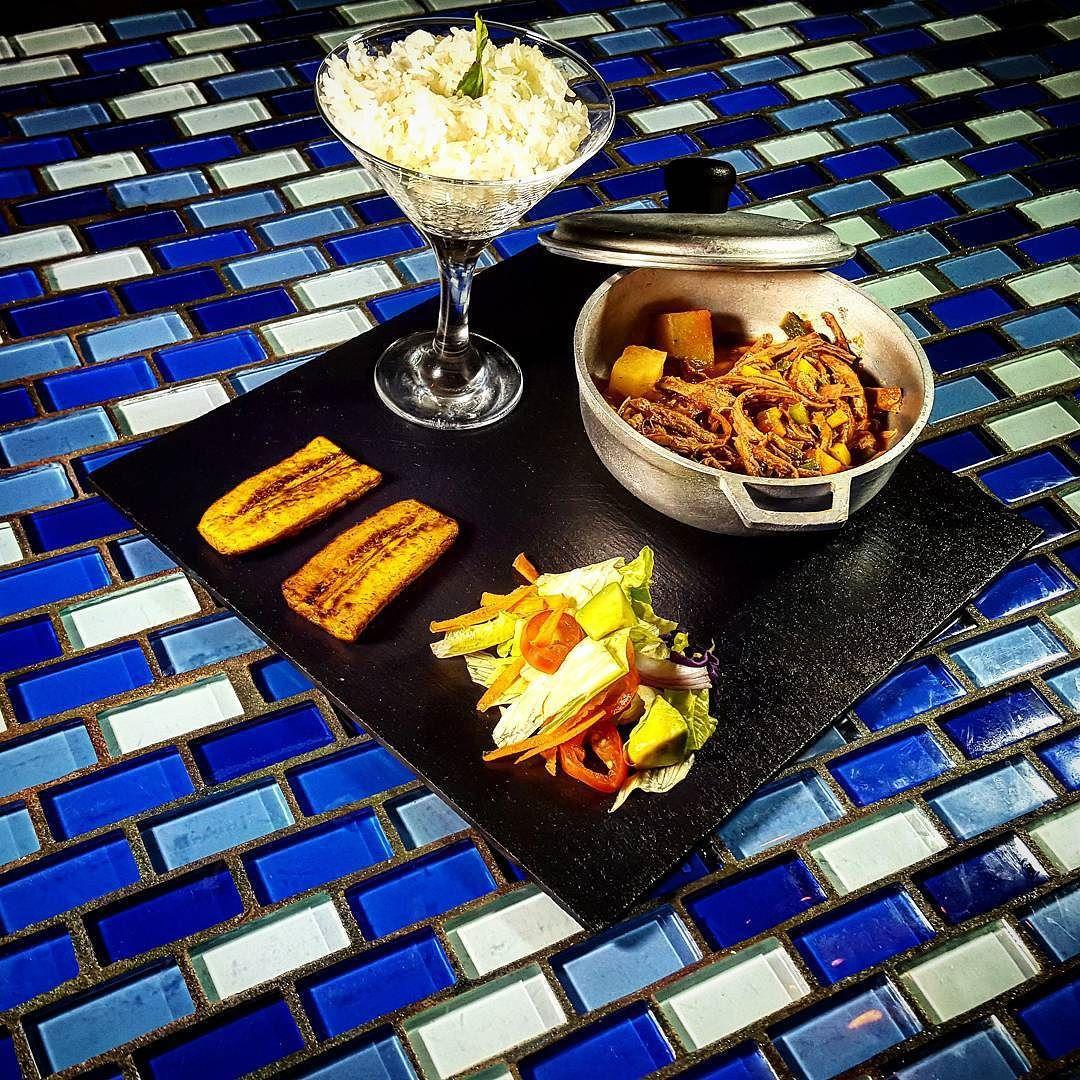 Ropa vieja tajada de platano maduro arroz con coco ensalada de agucate  @chrisrestaurantepty by c4ef