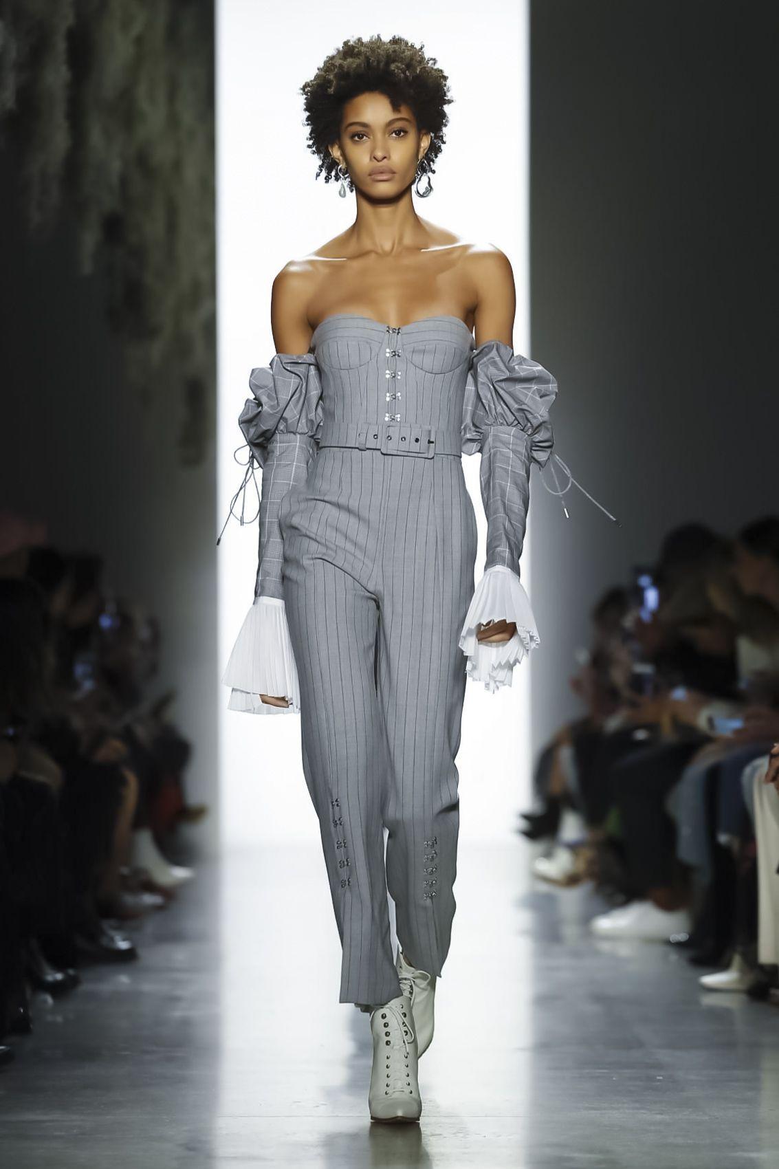 Jonathan Simkhai Ready To Wear Fall Winter 2018 New York -  O  - #ChristianDior #FALL #jonathan #ready #ReadyToWear #RunwayFashion #simkhai #Wear #winter #York #ZacPosen