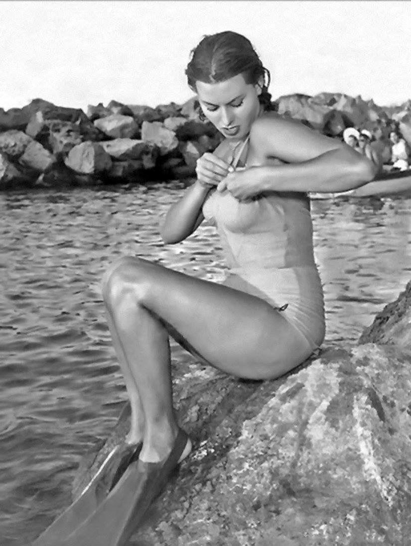 loren-pope-bikini-pictures