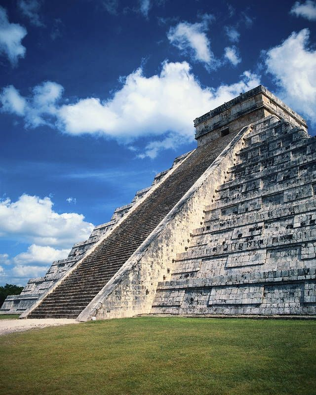 Chichén Itza -rauniokaupungin Kukulcánin pyramidi toimi mayojen kalenterina. #Chichenitza