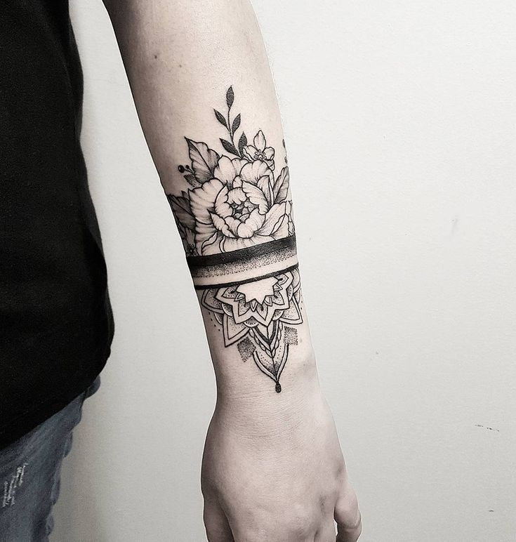 Block sleeve alternating mandala and flowers. Starting with elbo – TATTOO