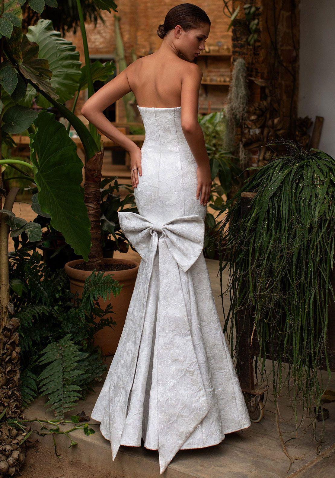 Pin By Mcelhinneys On Mcelhinneys Bridal Collection 2020 Philippine Wedding Dress Wedding Dress Trends Mermaid Wedding Dress [ 1585 x 1110 Pixel ]