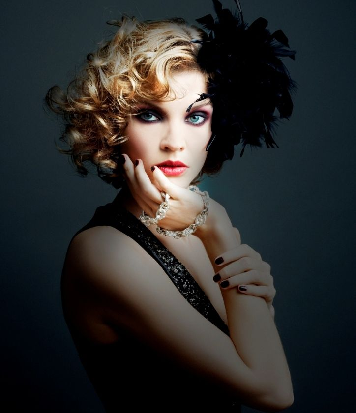 1920 Hairstyles 1920S Hairstyles  1920 S Inspired Curly Bob Hairstyle With Feather