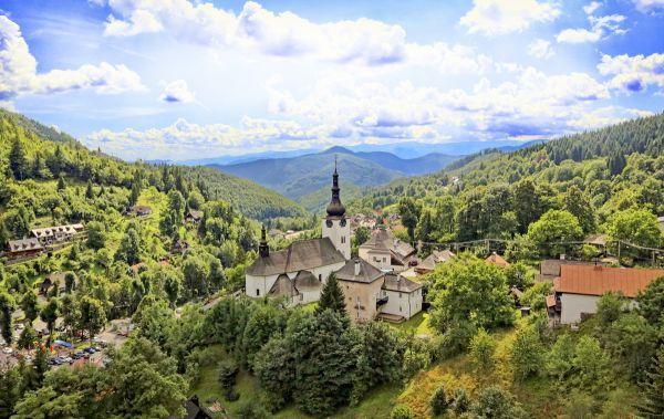 Ach, to krásne Slovensko! Plánujete dovolenku doma a neviete, kam sa pozrieť? Nový Čas Nedeľa pre vás pripravil 20 tipov na výlet, ktoré rozhodne neoľutujete!