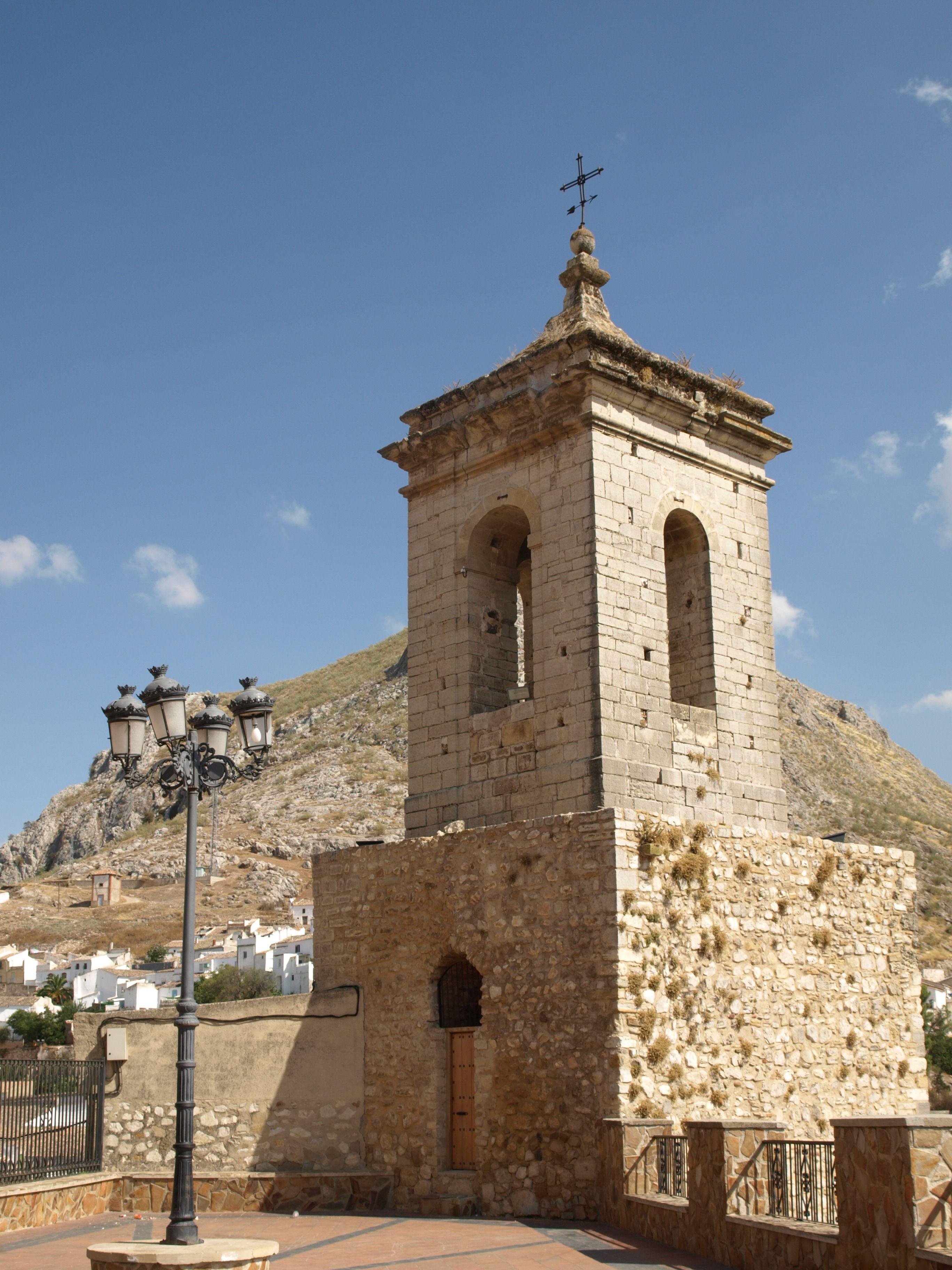 antigua torre de la muralla y campanario de la iglesia de la Virgen de la villa
