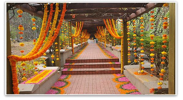 Soma sengupta indian weddings walk in beauty weddings for Artificial flowers for home decoration india