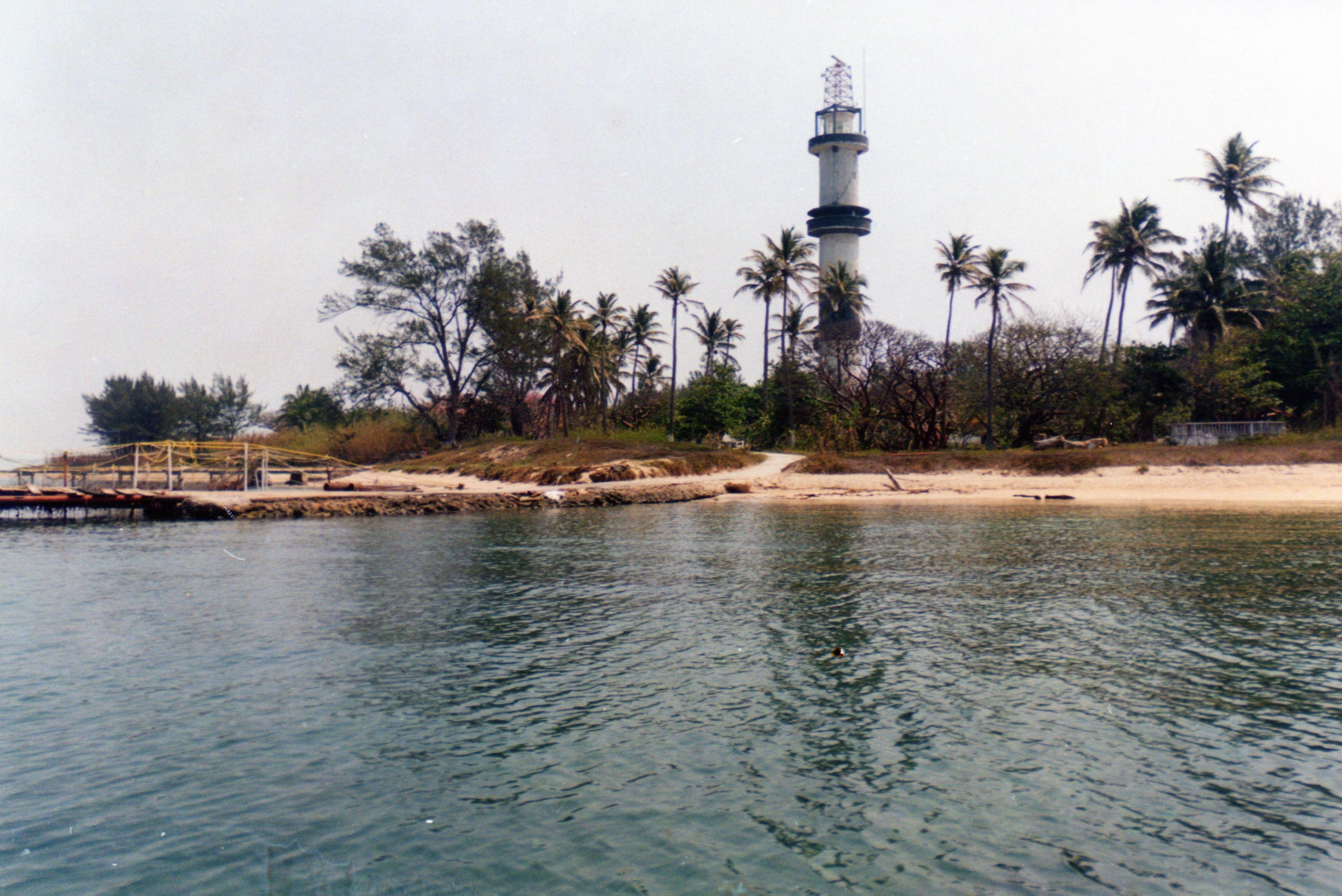 vista del faro de la isla